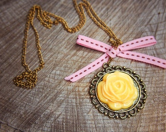 Yellow Rose Necklace ~1 pieces #100394