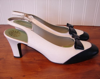 1960's Vintage Bonita Navy and White Slingback Shoes, Navy Bow Accent, Size 7 1/2 B, Bonita Coral Room Originals, All Leather Uppers