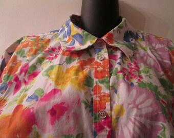 Plus size vintage Chaps all cotton floral 3/4 sleeve blouse in excellent condition. Silver metal buttons Size 2X Soft cotton