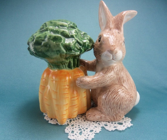 Easter Bunny Rabbit with Carrots