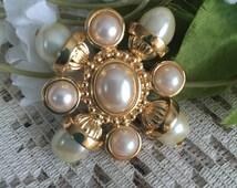 50's pearl Brooch, Vintage Brooch, Fancy Vintage jewelry, peals brooch.