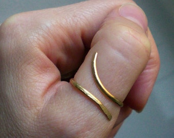 Gold thumb ring // Gold Spiral ring // Adjustable ring // Gold jewelry // Brass ring