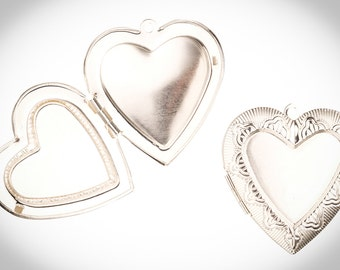 Heart-Shaped Tri-Frame Silver-Plated Locket Necklace Pendant Silver Plated
