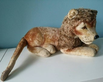 Lovely authentic old vintage lion stuffed animal