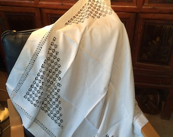 Vintage 20's drawnthreadwork linen tablecloth 44 ins square. Good. Handworked