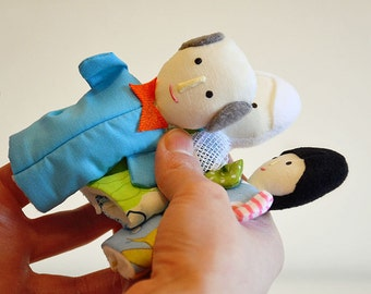 Family of finger puppets with light skin color - Family of Dolls - Finger Puppet - Therapy puppet - Playset - Ethnic doll - White skin color