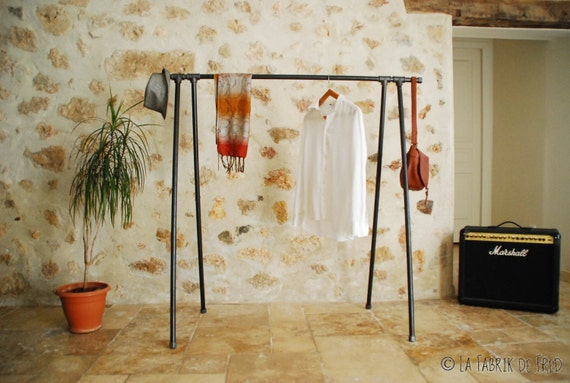 livraison gratuite portant v tement triangle clothing rack. Black Bedroom Furniture Sets. Home Design Ideas