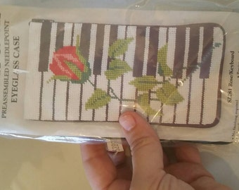 All in one rose on piano glasses case kit