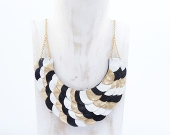 "Breastplate ""Scales"" black leather collar / white and gold"