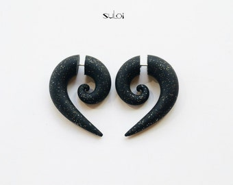 Fake gauge earrings black glistening