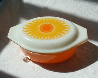 Vintage Pyrex Sunflower Dish 1 1/2 QT with lid, Vintage Yellow Kitchen, Vintage Sunflower Pyrex Server, Vintage Orange Kitchen, Orange Pyrex