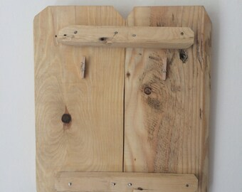 Reclaimed wood photo frame. Rustic design.