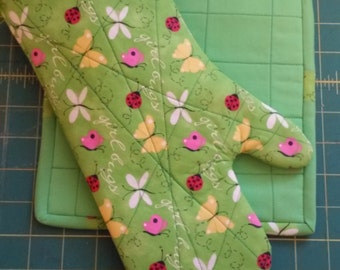 Oven Mitt and Hot Pad Set
