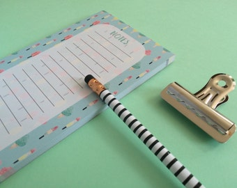 Notepad with magnet