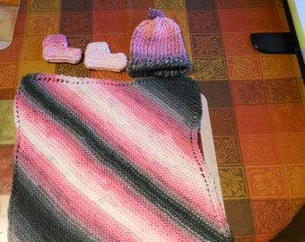 Handmade baby blanket with matching hat and shoes