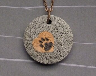 Granite-look necklace pendant * paw on Cork *.