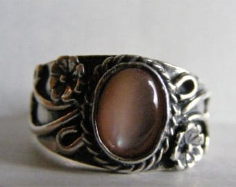 Vintage Sterling Silver Floral Ring with Pink Mother of Pearl 7 1/4