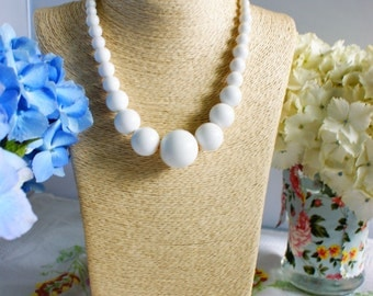 Necklace, vintage necklace, bead necklace, 1950's necklace, white bead necklace