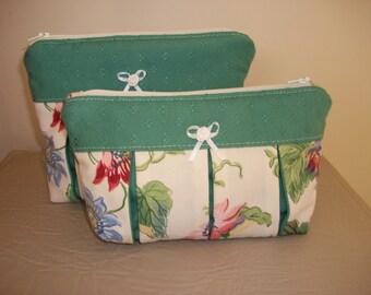 Pleated makeup case / wash bag