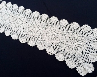 Vintage Crocheted Rectangular Ivory  Lace Table Runner. Ivory Crochet Lace Table Runner. Pineapple/Strawberry Pattern RBT0797