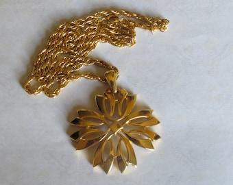 Vintage Crown Trifari Floral Medallion Pendant Necklace