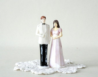 Plastic Bride and Groom Cake Topper