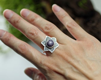 Purple star ruby ring - Etched sterling silver ring  - Ring size 7.25 US