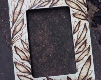 Medium Picture Frame with Leaves