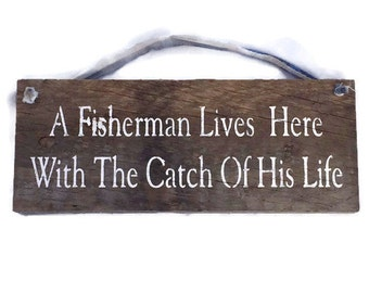 A Fisherman Lives Here With The Catch Of His Life - Wedding Gift - Fishermen Gifts - Fly Fishing - Fishing Decor - Outdoor Fishing Sign