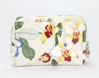 Small Makeup bag - Oilcloth zip pouch - Oil cloth Cosmetic case - Beauty pouch - Makeup organizer - Ladies Beauty case - Orchid floral