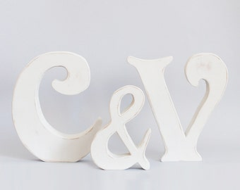 Initials vintage of 20 cm. bridal table style.