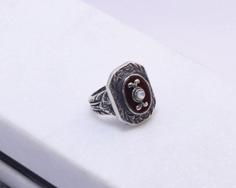 Sterling silver 925 ring with semi precious carnelian stone and ivory.