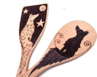 Personalized folklore wolf spoon and spatula utensil set, pyrography wolf spoon and spatula, customized kitchen decor wolf design utensils