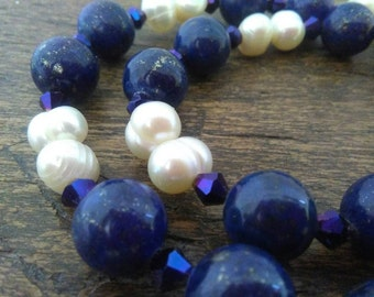 Necklace in Lapis lazuli and freshwater pearls.