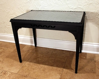 Black End Table with Frosted Glass Top *** (Chicago area pick-up and delivery only)