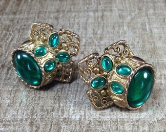 Magnificent Signed Clara Studio Inc Green Bead Vintage Estate Clip Earrings