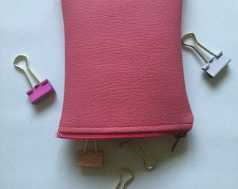 Pouch pink leather