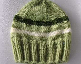 Unisex adult Tuque with green accents