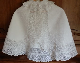 Baby cape - French vintage - baptism or ceremony - deep lace