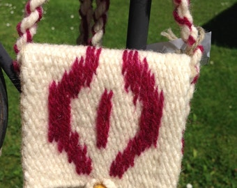 Woven white wool purse with shell shaped decoration