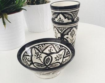 Moroccan ceramic plate black and white