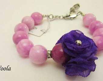 Bracelet with purple lilac flowers. Agate.