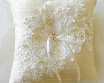 Ivory silk wedding ring pillow with beaded lace, lace pillow, ring pillow, wedding ring bearer, Ivory cushion, bridal ring cushion