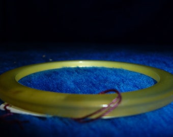 Vintage lemon iridescent Bakelite bangle from the '40's or '50's a059