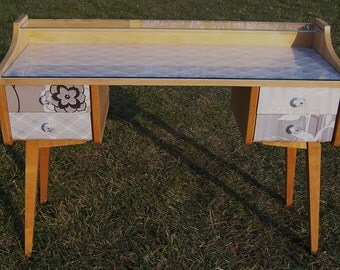 Also for children :-) Vanity Dressing Table worked 60 he years DDR new