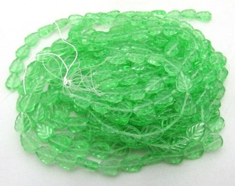1 Strand Czech Glass Leaf Beads 8 x 10mm Peridot Green(B29g)