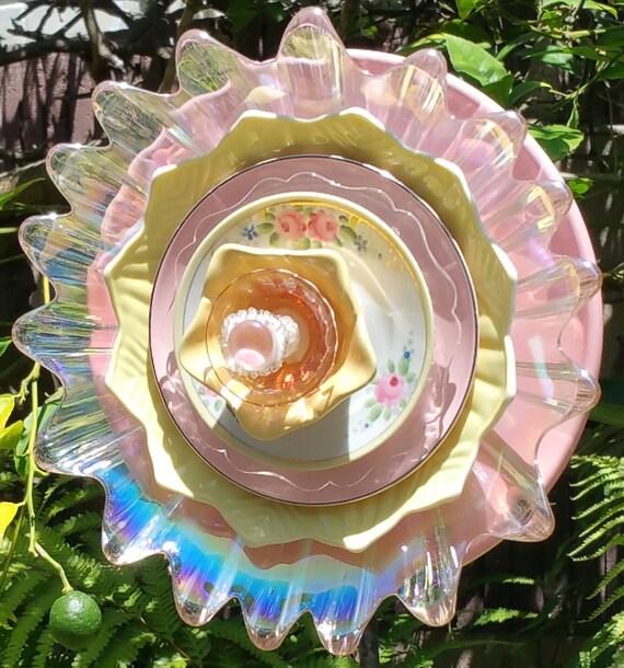 Glass plate flower suncatcher yard art garden decoration for Garden art from old dishes