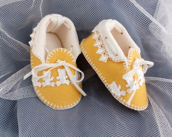Chick Yellow Baby Moccasins with Teddies & Guipure Lace. Pure Wool Felt Shoes. Gift Boxed. 0-3 months OOAK