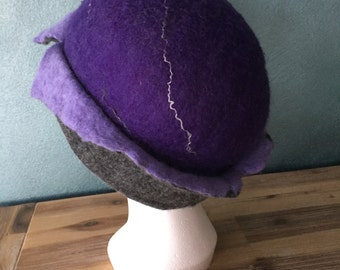 Handgevilt hat in Merino Wool grey/purple/lilac