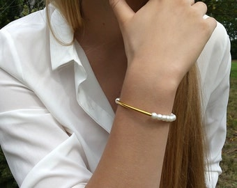 Pearl Bracelet/ Wedding Jewelry/ Pearl Wedding Bracelet /White Pearl Bridesmaid Bracelet / Tube bracelet /Glass Pearl /Gold tube bracelet /